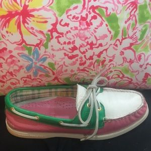 Sperry Topsiders!!